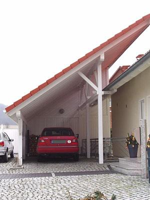 Beispiel Nr. SOC1    Schrägdach-Carport mit großer Gerätekammer an einem Weber-Fertighaus in Hildesheim.