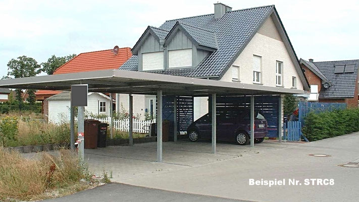 Beispiel Nr. STRC8   Vierer-Reihencarport in einer Wohnsiedlung. Diese Anlage besteht aus 1 Stck. Einzelcarport plus 3 Stck. Anbaucarports. Attika hier in Sonderfarbe RAL-nach-Wahl.