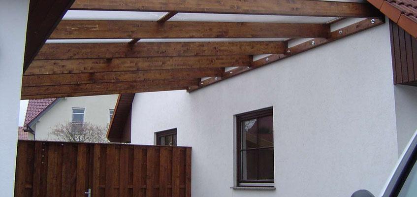 Beispiel Nr. GD9   Transparent-Überdachung mit Wandanschluss am Wohnhaus. Farblasur Eiche.