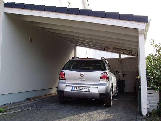 Beispiel-Nr. LDS-20.2   Dieses Carport wurde mit einer Rück- und Teil-Seitenwand bestellt. Außerdem eine Durchgangstür in der Rückwand.W