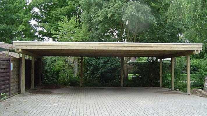 Beispiel Nr. SORC30   3er Carportanlage freiragend über 9m Spannbreite,  in kesseldruckimprägnierter Ausfuhrung in grüngrau.