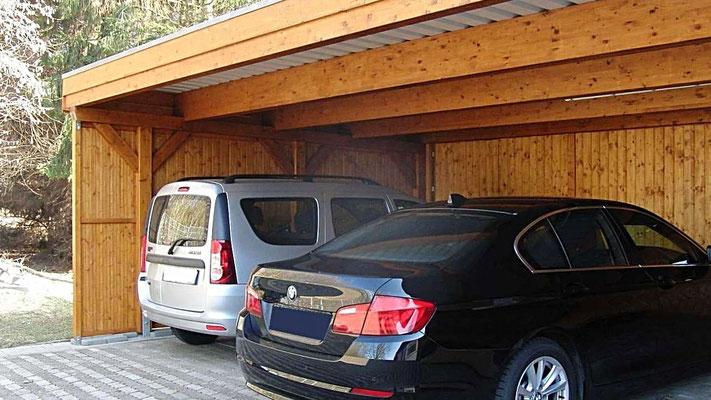Beispiel Nr. SORC31.2   Dieses Reihencarport hat eine Durchfahrthöhe von 2,20m und hier können auch  SUVs oder Lieferwagen einparken.