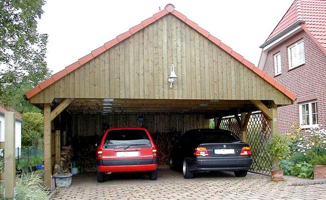 Beispiel-Nr. MST-16.2    Dacheindeckung bei diesem Satteldachcarport MÜNSTER mit BRAAS Betondachpfannen incl. Giebelsteine im Farbton klassischrot.