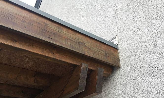 Beispiel-Nr. SORC48.2    Auf Wunsch kann an der Hauswand mit einem Wandprofil aus Aluminium abgedichtet werden.