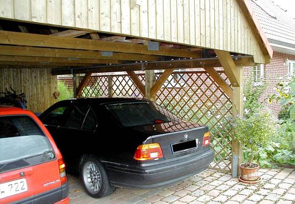 Beispiel-Nr. MST-16.3    Zur zusätzlichen Ausstiefung dieser großen Carportkonstruktion werden Diagonalstreben - Kopfbänder eingebaut.
