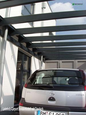 Beispiel Nr. GD17.2   Kaum Lichtverlust im darunter liegenden Wohnraum durch die Glas-Dacheindeckung bei dieser schönen Carportanlage.