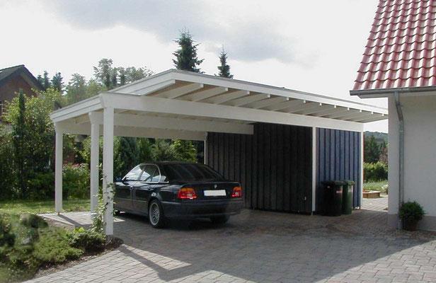 Beispiel-Nr. MGR-27    Interessante Carportlösung: MÜNCHEN-GR Doppelcarport mit ausgestelltem Pfosten vorn links zur besseren Zufahrt