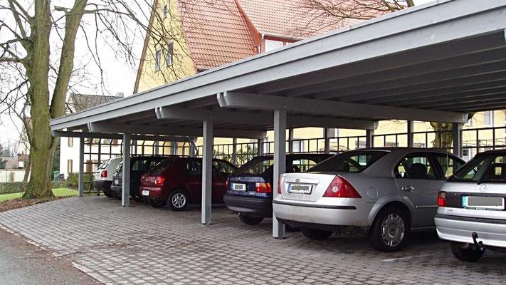 Beispiel Nr. SORC10   Reihencarportanlage für eine Wohnungsbaugesellschaft. Gründachverstärkung des Daches war hier gewünscht.h