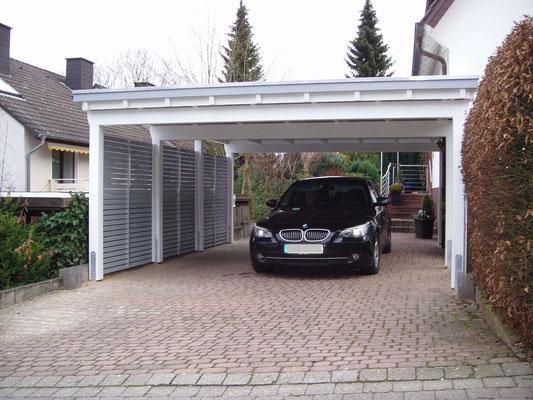 Beispiel-Nr. M-23    Schmales MÜNCHEN Doppelcarport im BI-Color-Look. Rhombus-Lattung und Sonderblende ZIERKOPF als Extras.