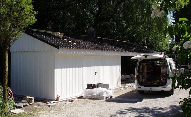 Beispiel-Nr. MST-22    Großzügigie Satteldachcarportanlage für 3 PKW sowie ein großer Geräteschuppen in Ostwestfalen