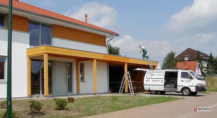 Beispiel-Nr. MGR-30    Doppelcarport MÜNCHEN-GR an einer Stadtvilla in Niedersachsen. Hier in Kombination mit einer Eingangsüberdachung.
