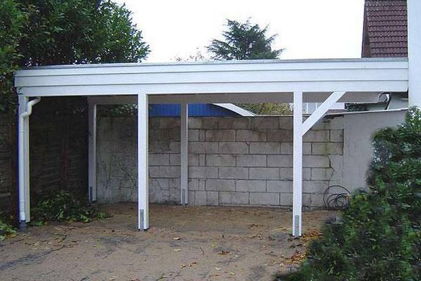 Beispeil-Nr. BR-22.2  Der breite Dachüberstand wird hier durch Diagonalstreben abgefangen.