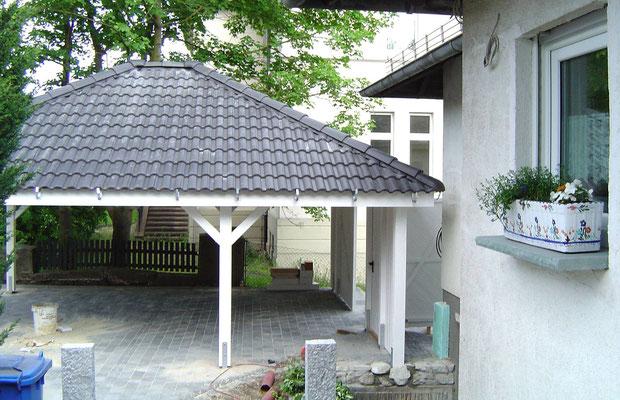 Beispiel-Nr. RHO-4.2    In diesem Fotobeispiel sind man die fertiggestellte Dacheindeckung des Walmdaches.