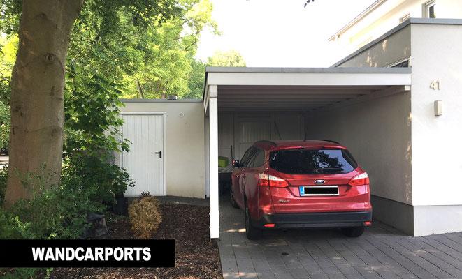 Beispiel-Nr. WA-1    Wandcarport KÖLN in Minden. Genau in einen Winkel passgenau eingebaut. Weißgrundiert.