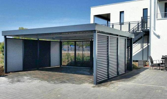 Beispiel-Nr. FF7   Doppelcarport in anthrazit. Stahlwelle-Carportwände und Rückwand in Quadratlochung