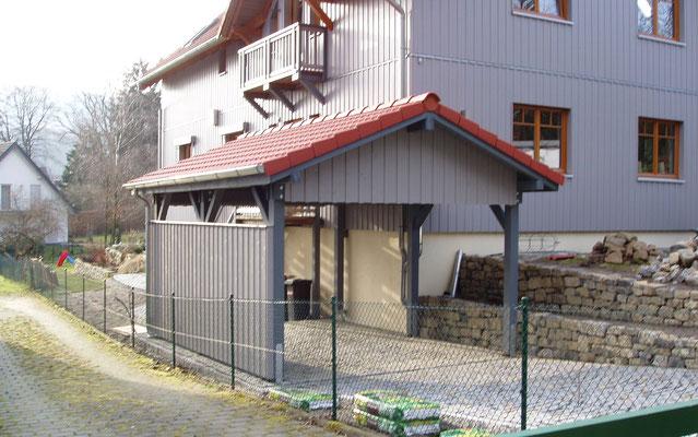 Beispiel-Nr. MST-18     MÜNSTER-Einzelcarport in Lippe. Farbgebung dem Wohnhaus angepasst.