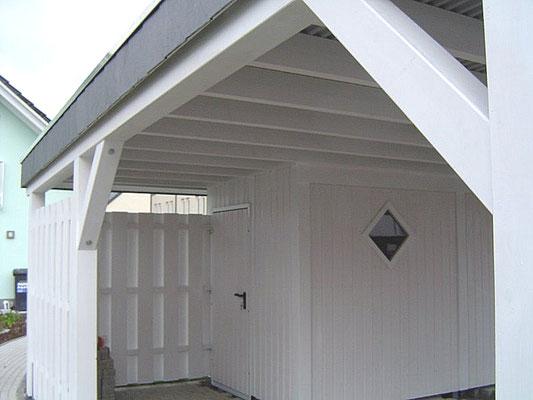 Beispiel-Nr. MGR-16.3    Bei dieser LIPPE-Individual-Carport-Lösung wurde ein Platz für Müll-Gefässe eingeplant.