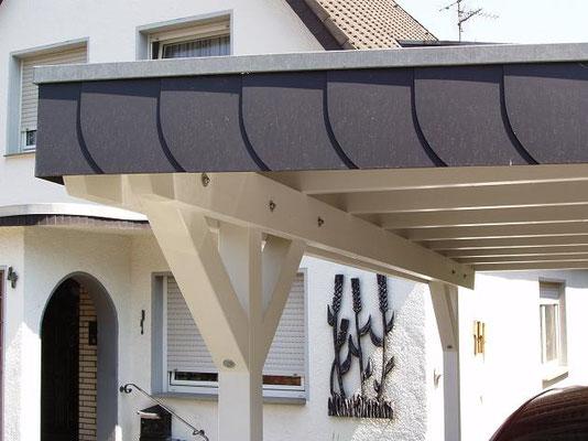 Beispiel-Nr. BR-13.2   Schieferblende als zusätzlicher Schutz an der Dachkante im Detail.