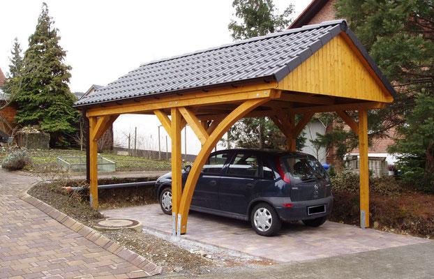 Beispiel-Nr. MST-12.2    MÜNSTER Satteldachcarport für 1 PKW. Farbgebung hier Altkiefer