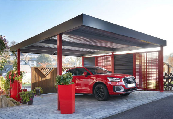 Beispiel-Nr. FF16    Mut zur Farbe. Stahl-Doppelcarport mit roten Stützen und roten Stahl-Elementen mit Quadratlochung im Kombination mit Stahlwelle-Elementen.