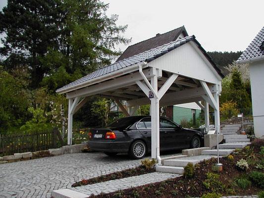 Beispiel-Nr. MST-14    Sonderentwurf MÜNSTER Giebeldachcarport in Ostlippe. Flachdachanbau mit gestutzten Ecken.