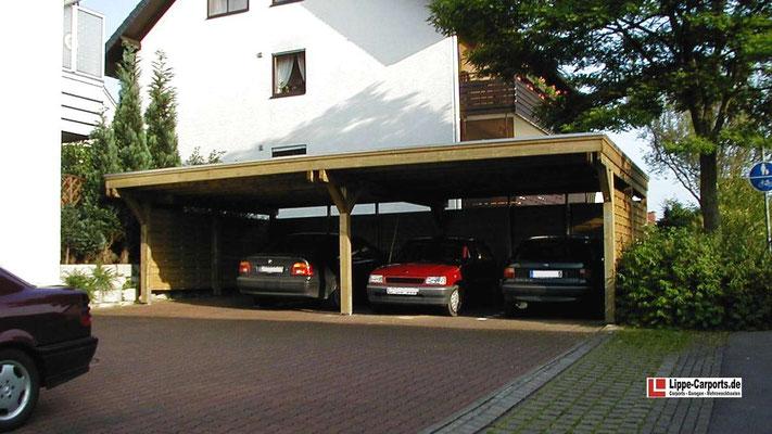 Beispiel Nr. SORC41    Individuelle 4er-Carportanlage an einer Wohnanlage. Aufgeteilt in 2 Doppelboxen. Die Stützenabstände wurden auf Wunsch der Bauherrengemeinschaft für handelsübliche Flechtwände vorbereitet. Diese waren nicht im Lieferumfang enthalten