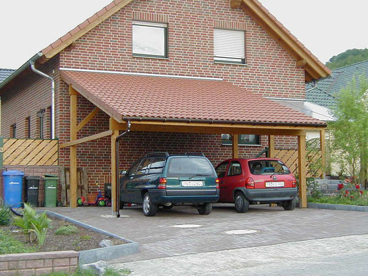 Beispiel-Nr. LDS-4   Großzügiges LANDSHUT-Doppelcarport mit Ziegel-Eindeckung sowie angebauter Kellerabgangs-Überdachung mit Steg-3fach-Platten