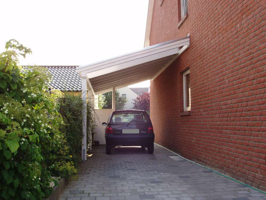 Beispiel-Nr. LDS-9   LANDSHUT-Schrägdach-Carport als ideale  Einzelcarport-Ausführung  an dieser hohen Hauswand.
