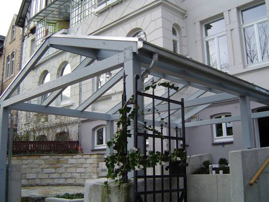 Beispiel-Nr. GD 38   Glasdachcarport Sonderentwurf an einem unter Denkmalschutz stehenden Altbau