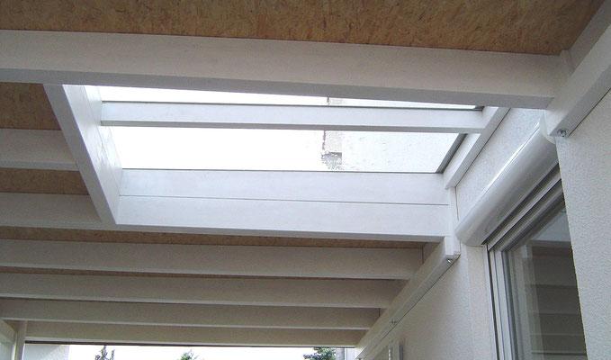 Beispiel-Nr. WA-21.2      Über dem Wohnraum-Fenter wurde in diesem Wandcarport KÖLN ein großes Lichtband eingeplant.