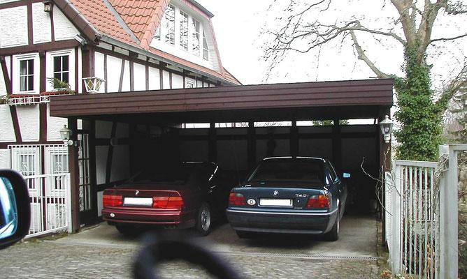 Beispiel-Nr. M-26  Freitraendes MÜNCHEN Doppelcarport, optisch angepasst an ein altes Förster-Haus im Lippischen.