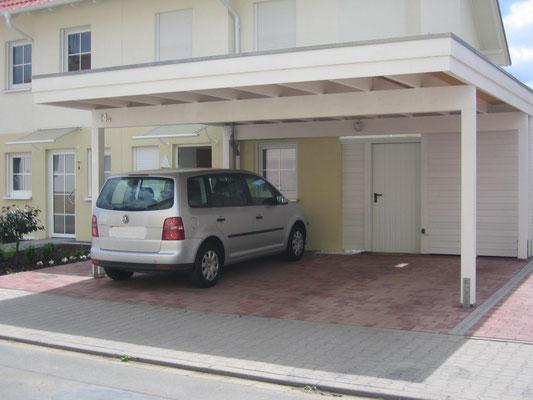 Beispiel-Nr. MGR-28   Doppelcarport MÜNCHEN-GR mit hintergebauter Abstellkammer direkt neben der Hauswand.
