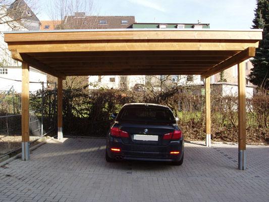 Beispiel-Nr. M-12    Doppelcarport MÜNCHEN in kesseldruckimprägnierter Ausführung an einer Wohnanlage in Solingen.