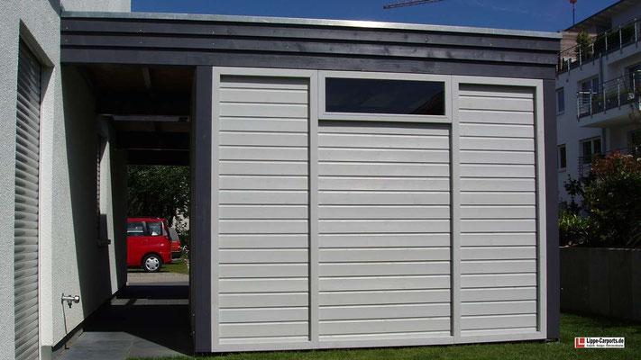Beispiel Nr. GD26.3    Exclusives Lippe-Carport mit Gerätekammer im Stollendesign. Glas-Dachaufsatz, Fenster und BiColor-Ausführung als Extra.