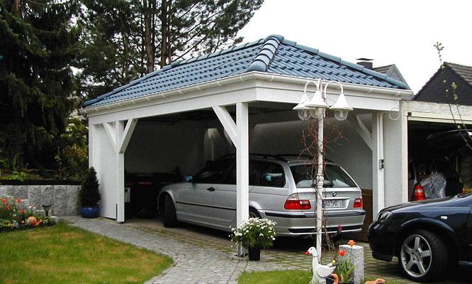 Beispiel-Nr. RHO-7    Walmdachcarport RHÖN in Bochum. Ziegelfarbe Sonderfarbton auf Wunsch des Kunden.