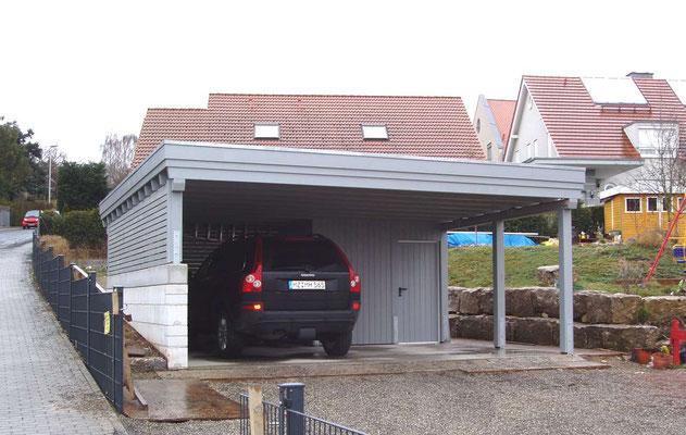 Beispiel-Nr. MGR-22   Doppelcarport MÜNCHEN-GR mit kleiner Abstellkammer untergebaut. Nutzung hier nur für 1 PKW und 1 Motorrad.nge