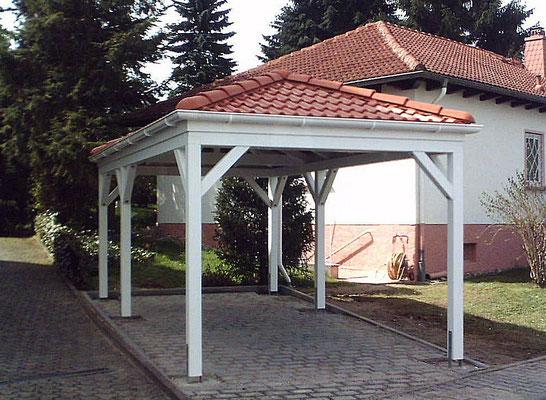Beispiel-Nr. RHO-2    RHÖN Einzelcarport mit roten Dachziegeln in der Nähe von Kassel gebaut.
