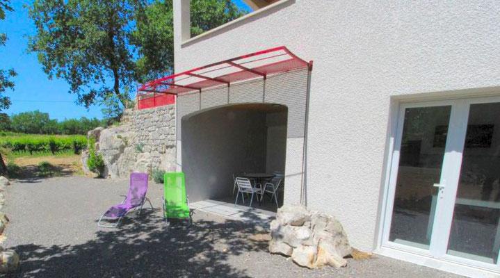 Gîte en sud Ardèche avec terrasse ensoleillée