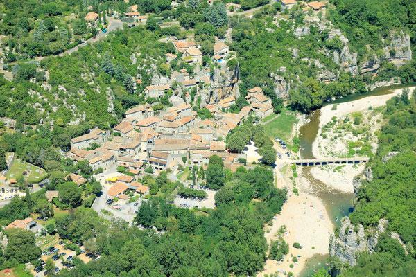 Vue du village de Labeaume en sud Ardèche