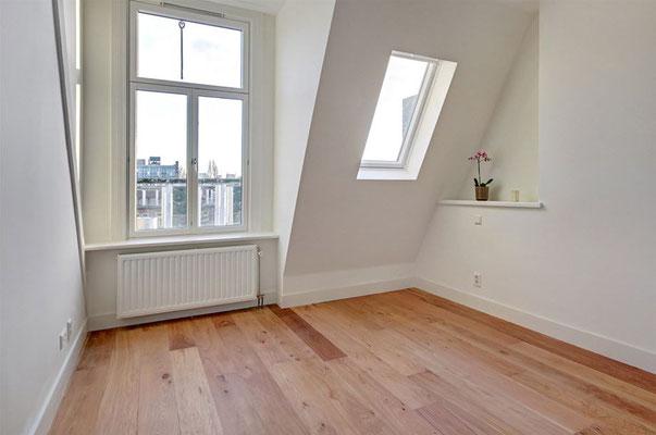 nieuw dakraam in de slaapkamer op de 3e verdieping
