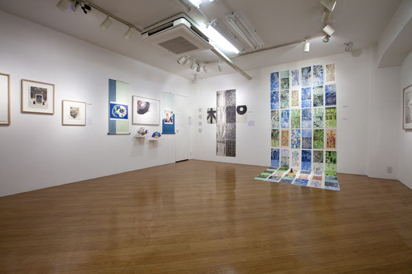 Right/右 Masato Nagai/永井雅人 「シルクロードの光 敦煌の色」銅版画、モノタイプ、デジタルプリント、和紙、アクリル、水彩 2016年