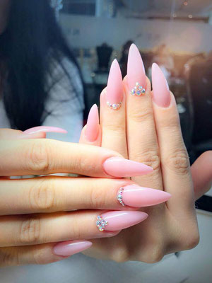 Siletto Nails in elegantem Rosa mit Strass Steinen