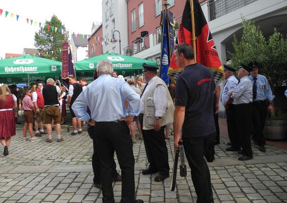 Vor dem Ausmarsch am Kapellenplatz...