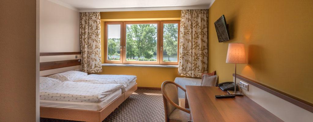 Doppelzimmer 103 mit Blick auf den See
