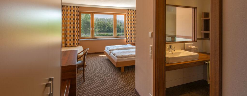 Doppelzimmer 102 mit Blick auf den See