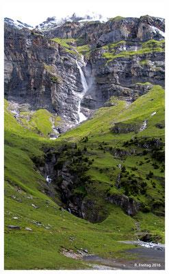 Wasserfall am Stausee (882)