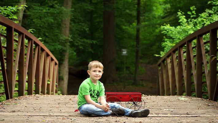 Boy photo session. Park photo sesion.  Photographer PA, NJ, NY, FL Malgorzata Tudruj 215-837-6651 www.momentsinlifephoto.com