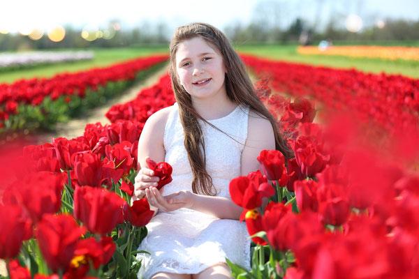 Spring time. Tulips photo Session. Girl Photo Shoot. Photographer Gosia & Steve Tudruj Servis PA, NJ, NY 215-837-6651 www.momentsinlifephoto.com Specializing in wedding photography, event, portrait