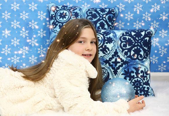 Holidays. Christmas photo session. Kids. Family.  Dogs pictures.  Photographer PA, NJ, NY  Gosia & Steve Tudruj 215-837-6651 www.momentsinlifephoto.com