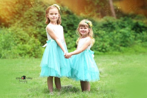 Sisters photo session.  Kids photo shot.  Girls pictures.  Photographer Port St. Lucie Florida.  Malgorzata & Steve Tudruj  215-837-6651   Photography servise Fl, NJ, PA, NY www.momentsinlifephoto.com